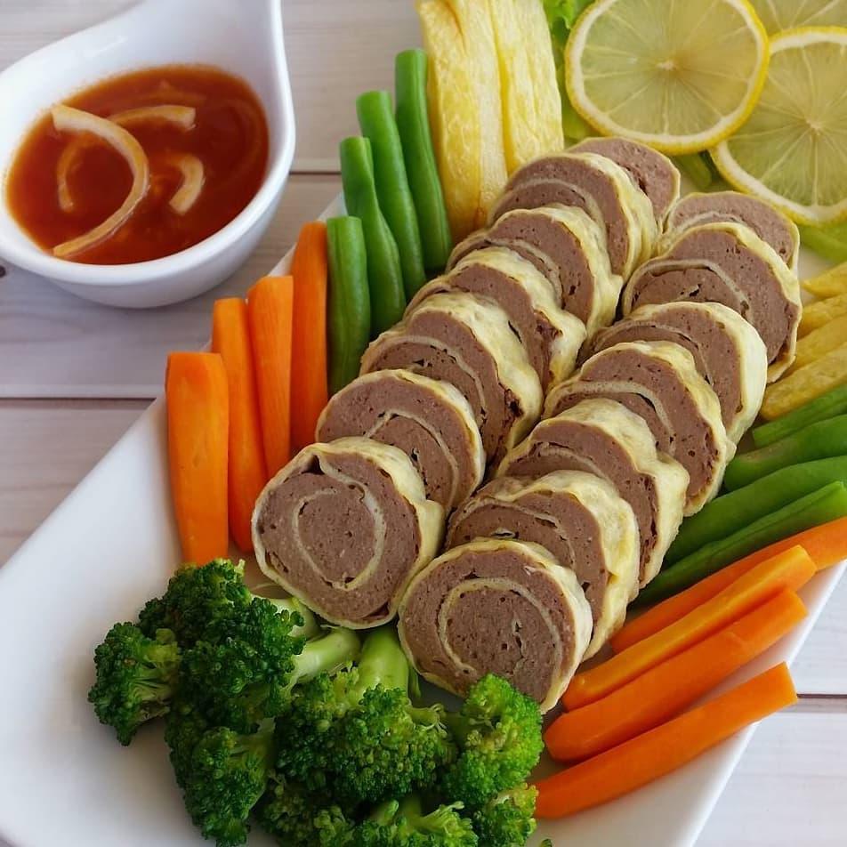 Cara membuat rolade daging saus asam manis