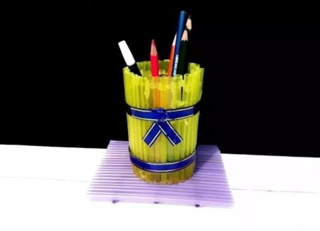 Kerajinan Kotak Pensil dari Sedotan