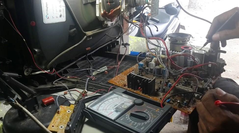 Perlengkapan untuk reparasi atau Servis TV