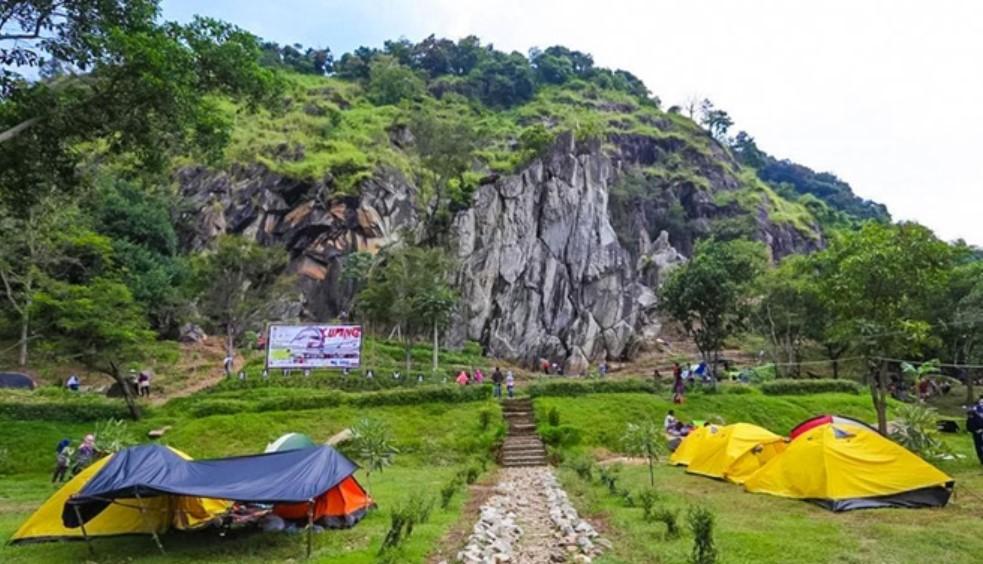 Batu Lawang adalah Tempat Wisata di Cirebon