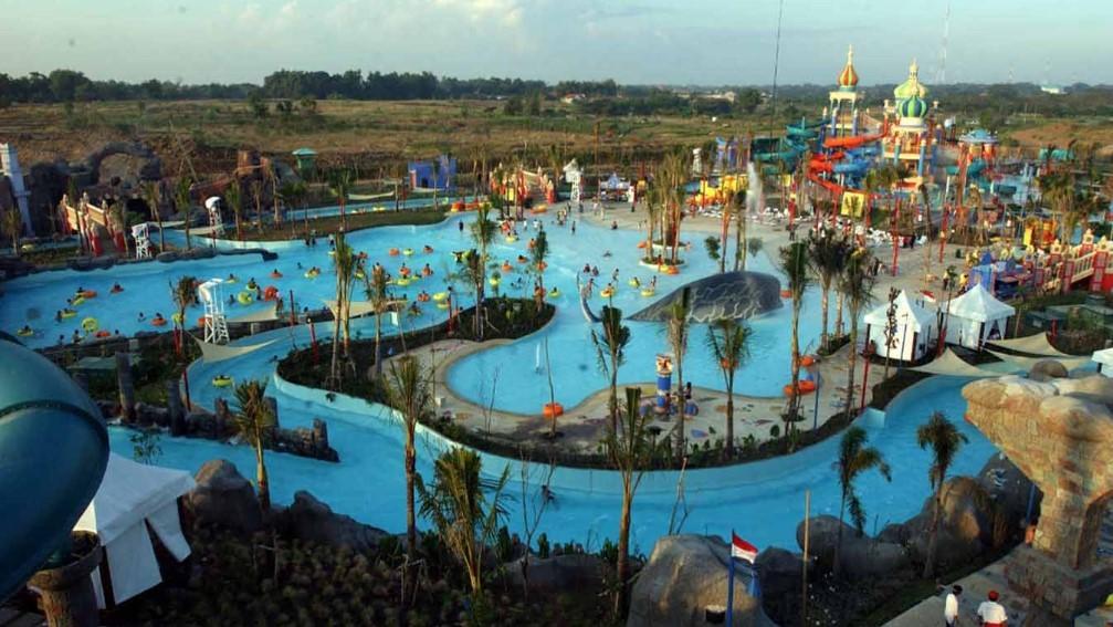 Ciputra Waterpark Surabaya - kolam renang di Surabaya