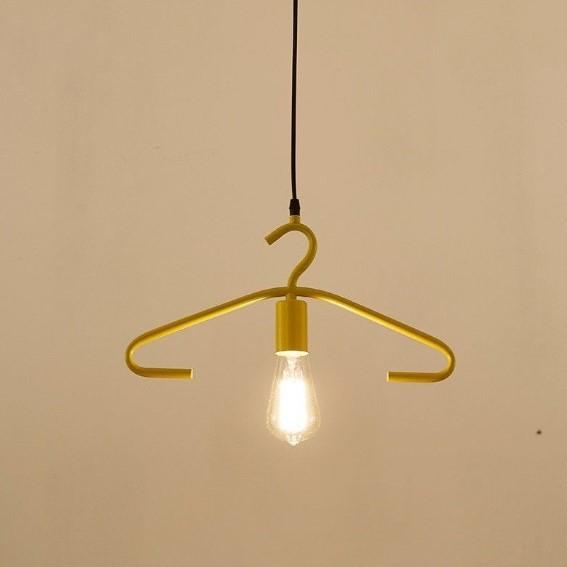 Gantungan pakaian menjadi lampu