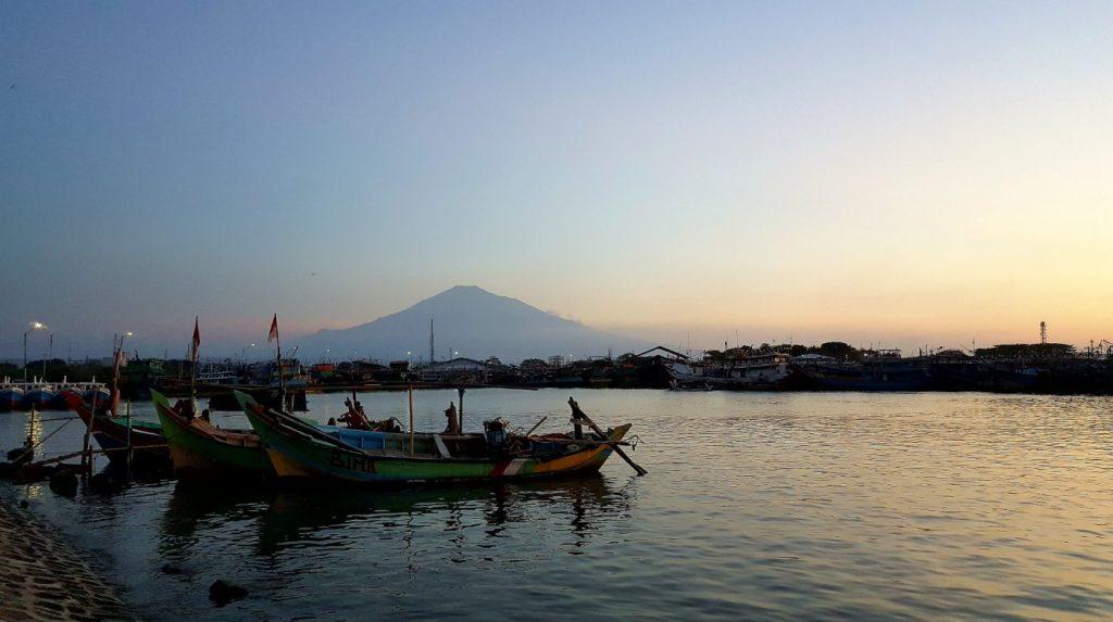 Pantai Kejawanan adalah Tempat Wisata di Cirebon