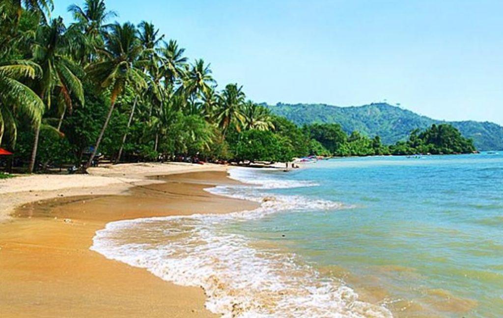 fasilitas di Pantai Pasir Putih Trenggalek