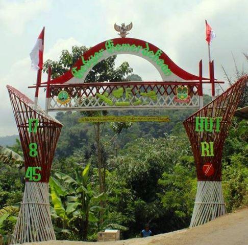 Gambar Gapura Bambu keren HUT RI